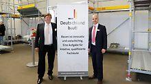 Detlef Heise, Niederlassungsleiter der PERI Niederlassung Berlin und David Pfender, Geschäftsführer bei Deutschland baut! e.V.