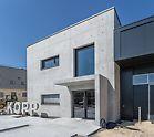 Stěnové bednění MAXIMO umožňuje opticky zajímavé ztvárnění povrchů betonu, čisté a bez otisků z nevyužitých spínacích míst.