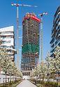 Das 170 m hohe Bürohochhaus trägt – wie schon die zum Mailänder CityLife-Projekt gehörende Wohnbebauung – die Handschrift der kürzlich verstorbenen Stararchitektin Zaha Hadid.
