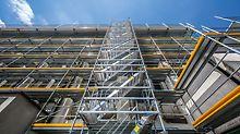 Als Fassadengerüst für längenorientierte Architekturen lassen sich die Basiselemente des PERI UP Systems effektiv kombinieren. Die leichten Einzelteile und das vorlaufend montierte Geländer bieten Schutz, Sicherheit und Ergonomie beim Aufbau.