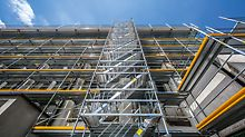 The basic elements of the PERI UP system can be combined efficiently for length-based facade scaffolding. The lightweight individual parts and the guardrail mounted in advance offer protection, safety and ergonomic working during installation.