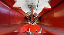 Durch die Verankerung an der Brückenunterseite und die geringe Aufbauhöhe der VARIOKIT Kappenlösung ist die zu schalende Gesimskappe jederzeit frei zugänglich.