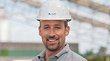 Bauleiter bei der Errichtung des Wetterschutzdaches für die Produktionshalle in Gerolzhofen.