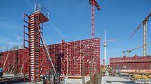 """Městský zámek """"Humboldt-Forum"""", Berlín: Systémy stěnového bednění MAXIMO a sloupového bedění QUATTRO umožnily rychlé a bezpečné provádění svislých železobetonových částí."""