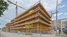 Obytný komplex u Severního nádraží, Vídeň: Konstrukce ze systémů PERI MULTIFLEX a MULTIPROP pro obednění balkónů byla zároveň pracovním lešením.