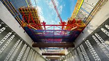 Capitol Hill Station, Seattle, USA - The VARIOKIT formwork carriage and HD 200 heavy-duty props were used for the construction of the new subway station in Seattle.