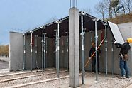 DUO ist ein 3-in-1-System, welches zur Schalung von Wänden, Säulen und Decken nur ein Minimum an Teilen benötigt. Die Paneele und viele Zubehörteile, wie z.B. die Verbinder und Eckpfosten, wurden so konstruiert, dass sie für viele Anwendungen einsetzbar sind.