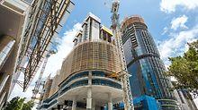 Barangaroo South, Sydney - Die LPS Einhausung schmiegt sich auch in runden Bereichen eng an das Gebäude an – und sorgt somit für sicheres Arbeiten in den Rohbaugeschossen und in den darunter liegenden Gefahrenbereichen.