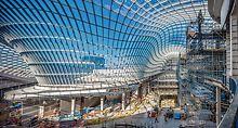 Üks Austraalia suurima kaubanduskeskuse omapäradest on laineline klaaskatus. (Photo: PERI GmbH)