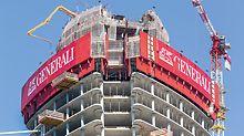 Die Einhausung mit der RCS Kletterschutzwand sicherte zuverlässig die oberen, jeweils im Bau befindlichen Geschosse.