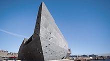 Nach Monaten der Planung und Konstruktion ist Kuma's Vision nun ein greifbares Kunstwerk, das in 2018 seine Türen für die Öffentlichkeit öffnete.