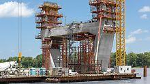 Ohio River Bridge, Louisville, Kentucky, USA