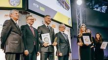 PERI UP Easy wurde mit der Goldmedaille der Messe BUDMA ausgezeichnet. Der Preis wurde von Łukasz Majkowski, Niederlassungsleiter PERI Polen, Dritter von links, entgegengenommen.