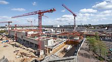 Für das neue Einkaufszentrum in Sankt Augustin wurden in nur 10 Monaten Rohbauzeit 37.000 m³ Beton und 5.000 t Stahl verbaut. Terminkritisch war die Herstellung der 40 cm, teilweise bis zu 70 cm starken Geschossdecken.