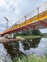 Radwegbrücke Frankenberg mit den montierten PERI VARIOKIT Gesimskappensystem und dem PROKIT Seitenschutz.
