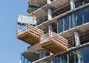Generali Tower, Milán, Itálie - Součástí koncepce PERI byly také výsuvné lávky MP sloužící pro přemístění a dočasné uložení bednění.