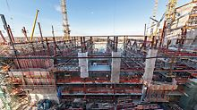 The PERI overall solution included different formwork and shoring solutions; among other things, CB Climbing Formwork units, TRIO and DOMINO Panel Formwork as well as project-specific working platforms for the multi-purpose building.