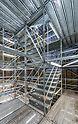 PERI Treppenlauf für einen schnellen und sicheren Zugang zu allen Gerüstebenen bei der Betonsanierung vom Müllheizkraftwerk Ruhleben.