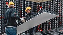 Na veletrhu bauma 2016 představuje PERI poprvé bednění DUO, vyrobené z inovativního kompozitního materiálu z technických polymerů. DUO umožňuje flexibilní bednění stěn, sloupů a stropů jedním systémem bez použití jeřábu.