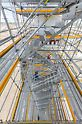 Integrierte Treppenzugänge mit bis zu 1,25 m Breite ermöglichen die bequeme und rasche Erreichbarkeit aller Gerüstebenen.