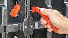 Der DUO Verbinder beim planebenen Ausrichten der DUO Paneele