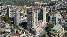 OpernTurm mit hydraulisch kletternden PERI RCS Kletterschutzwand