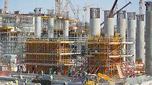 Midfield Terminal Building, Abu Dhabi - za montažu armiranobetonskih zidova visine do 12,50 m VARIO GT 24 zidna oplata s nosačima nudi maksimalnu prilagodljivost zahvaljujući varijabilnom rasporedu rešetkastih nosača, čeličnih profila i sidrenih pozicija.