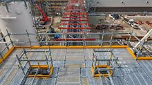 The combination of high adaptability in 25 cm grid dimensions and consistent use of system components accelerates scaffold assembly operations while increasing the safety during installation and use.