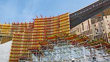 Über 9.000 m² VARIO GT 24 Träger-Wandschalung waren notwendig, um die gekrümmten Wände des National Veterans Memorial and Museum in Form zu bringen.