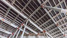 Neben den kurzen Ausschalfristen ermöglichte die SKYDECK Paneel-Deckenschalung auch eine einfache Anpassung an die von Stockwerk zu Stockwerk veränderliche Deckengeometrie.
