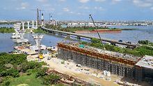 Die neue Puente Pumarejo im lateinamerikanischen Kolumbien ist 2,3 km lang. Die komplex geformten Pylone ragen bis zu 80 m in die Höhe.