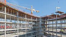 Installation der PERI VARIODECK Deckentischlösung beim Bürogebäude New Office Airport in Stuttgart