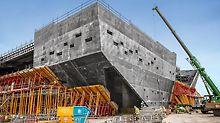 Každý otvor vyžadoval přesné formy vyrobené podle požadavků projektu.