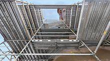 Pegasus Skulptur, USA - Das Modulgerüstsystem PERI UP Rosett Flex bot bei der Realisierung des 33 m hohen Bronzekunstwerks sichere Arbeitsbedingungen für die Kunsthandwerker und Metallgestalter.
