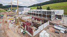 Baustelle der neuen Hallen für das Versand- und Servicecenter Ganter, die mithilfe der PERI Schulungslösungen erbaut werden.