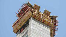 Dubai Frame, Vereinigte Arabische Emirate: Die projektspezifische Kletterschalungslösung kombinierte drei verschiedene ACS Selbstklettervarianten mit der VARIO Träger Wandschalung und der TRIO Rahmenschalung.