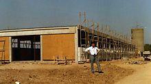 The first production hall is built on the 6,000 m² company premises in Weissenhorn.  Den første produksjonshallen ble bygget på den 6000 m2 store eiendommen til selskapet i Weissenhorn.