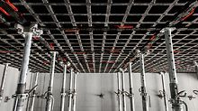 Železobetonové stropní desky byly bedněny panely DUO nasazenými ve vodorovné poloze.  (Foto: seanpollock.com)