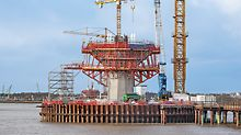 With horizontally-positioned SB Brace Frame Units, generously-sized working levels were realized; in addition, they facilitated the load transfer of the cantilevered concreting sections above into the pylon shaft.