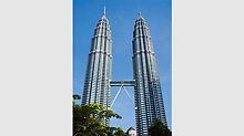 Beim Bau des mit 452 m damals höchsten Gebäudes der Welt in Kuala Lumpur, Malaysia, sorgt der Einsatz des ACS Selbstklettersystems für einen reibungslosen Bauablauf.