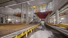Satelitski terminal zračne luke München, Njemačka - zahvaljujući dosljednom rasteru od 25 cm iznimno fleksibilna modularna skela PERI UP optimalno se prilagođuje opterećenjima koja se moraju izvoditi. Kombinacija s ostalim sistemskih komponentama iz najma iz sveobuhvatnog PERI programa proizvoda osigurava krajnje ekonomičnu realizaciju svih zahtjeva.