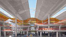 Banco de la Ciudad de Buenos Aires - Zur Formgebung für die wellenförmige Dachkonstruktion dienen auf PERI UP Zwischenplattformen verfahrbare Deckentische.