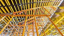 Banco de la Ciudad de Buenos Aires - VARIOKIT i MULTIPROP sistemske komponente i spojevi iz najma čine praktičnu gradilišnu osnovu za pomične, oblikujuće stropne stolove.