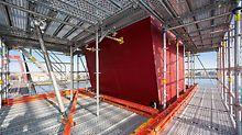 Auch die auf hohe Windlasten ausgelegte Gerüstverankerung und -aussteifung wird mit mietbaren VARIOKIT Systembauteilen ausgeführt.