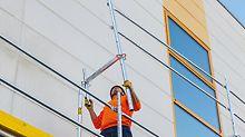 Bei PERI UP Easy steht die sichere Montage im Fokus: Zudem bietet es Sicherheit im System, denn das Geländer für die nächste Ebene wird mit dem Easy Rahmen ohne Zusatzbauteile von der unteren Gerüstlage aus montiert.