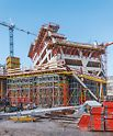 Entstehung der ersten Stockwerke mithilfe der dreidimensional angepassten Schalungs- und Gerüstlösung von PERI.