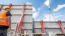 Iga nädal liigutati tuuleseina paneelid kraana abil alla. (Foto: PERI GmbH)