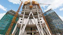 Con i suoi 220 m la nuova torre del complesso Warsaw Spire  diventerà, una volta completata, l'edificio più alto di Varsavia e sarà affiancata da due edifici destinati ad uffici, alti 55m.