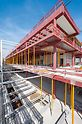 Satelitní terminál na letišti Mnichov - Více než 4 500 stropních stojek MULTIPROP podepírá ocelovou konstrukci až do doby, kdy je po zatuhnutí betonu samonosná. Stojky, které je možné vytáhnout až do délky 6,25 m, váží pouhých 35 kg a umožňují tak snadnou manipulaci.