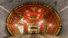 Bypass tunnel Sochi, Russia - For construction of the emergency parking bays, the formwork carriage was designed with a width of 14.30 m. Moving the carriage to the next bay through the smaller-sized standard cross-section, required a reduction in the maximum external dimensions.